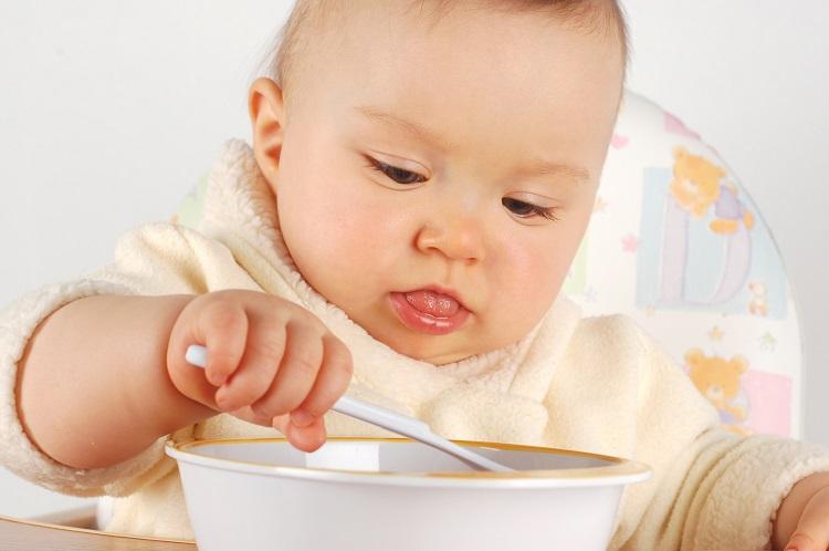 Cai sữa cho bé bằng cách nào?